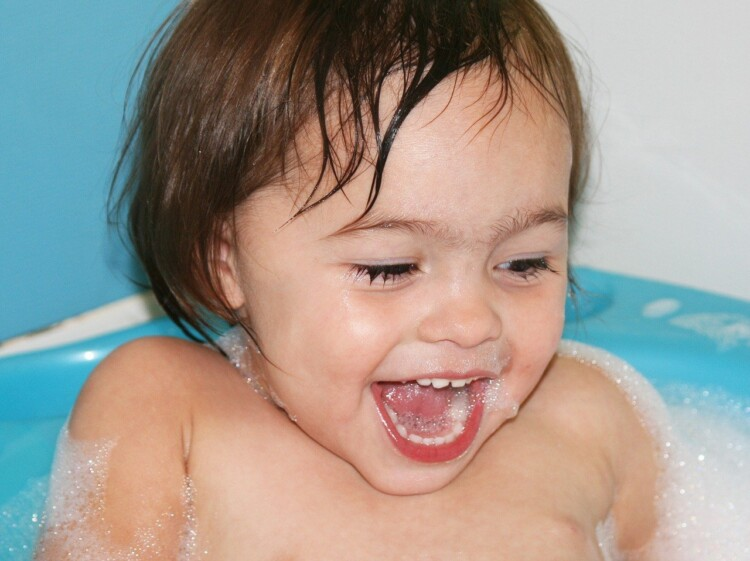 How to Wash Toddler Hair - Baby in Bath