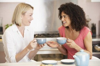 Best Organic Tampons - Women Drinking Tea