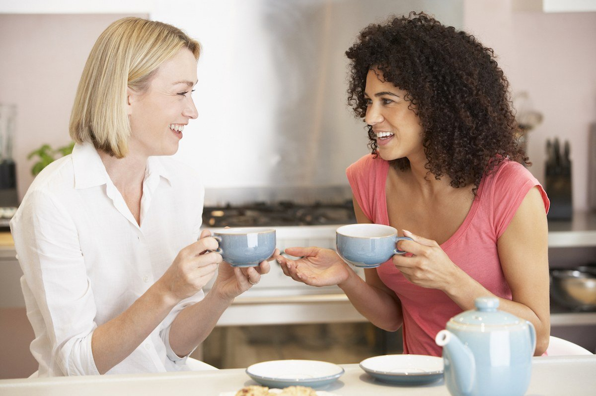 Best Organic Tampons - Women Drinking Tea