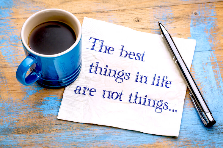 Best things in life quote beside a blue mug.